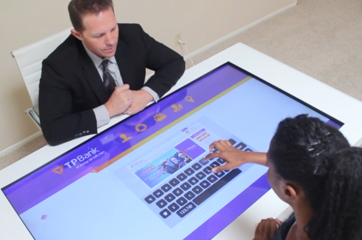 touchscreen-table-for-bank
